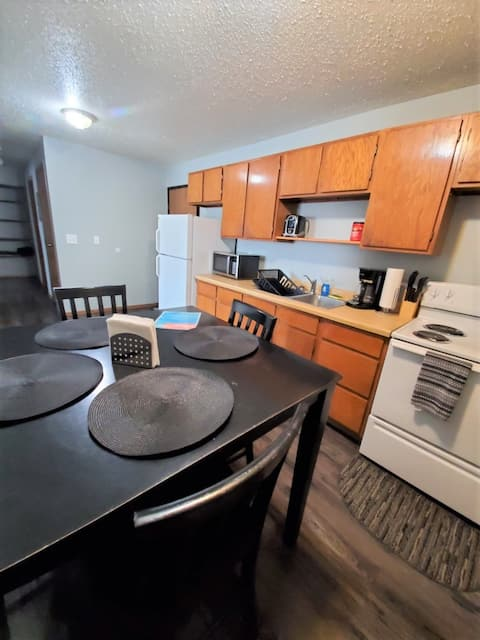 Williston Apt! Fully furnished + all you could need for short + long term stays!