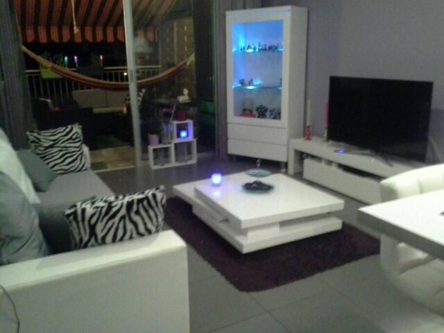 Chambre quip e appartement design appartements louer for Appartement design nice