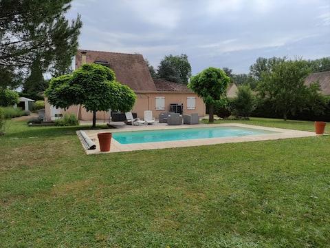 Belle maison avec piscine, quartier calme