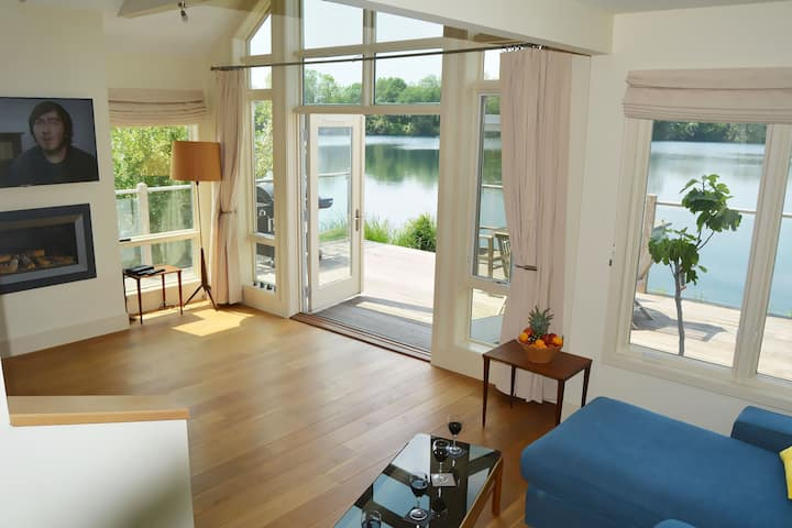 Stunning New England style lakeside retreat with private hot tub in the Cotswold Water Park