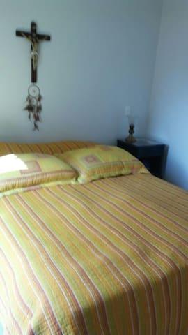 Alcoba principal / Master bedroom