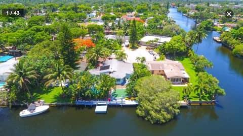 Water's Edge,Tropical Hideaway,Port,FLL, MIA, Pool