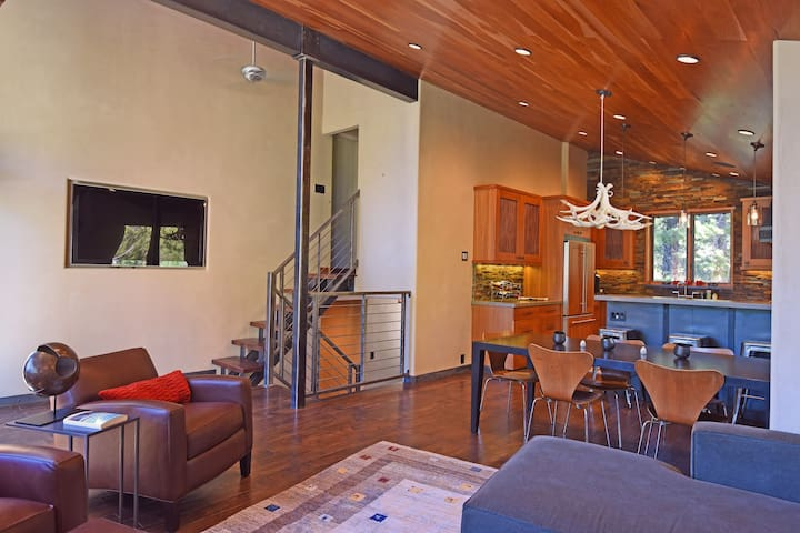 Open floor plan with living room, dining area, & kitchen