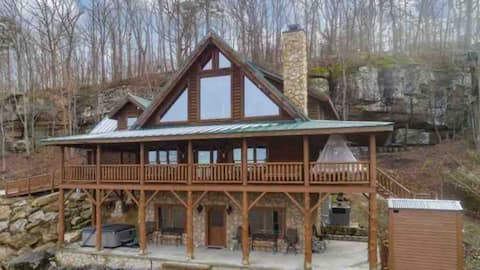 Peace on Earth. 4,000 sq ft Log Cabin, jacuzzi