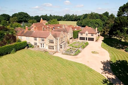 The Lodge at Standford Grange, sleeps 6 - Hampshire