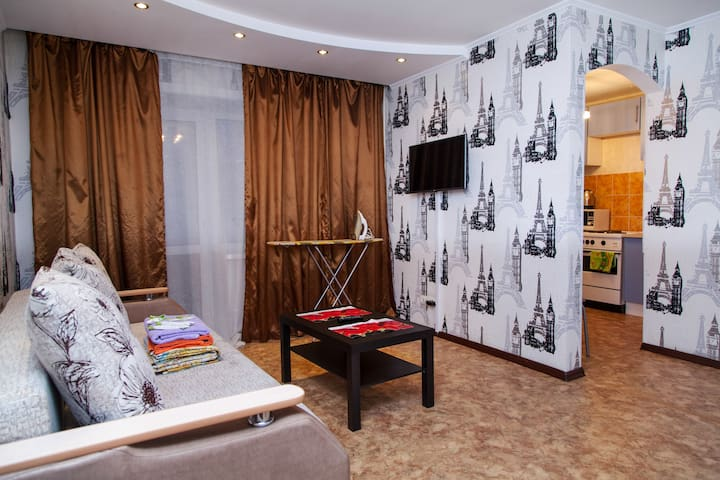 Отличная квартира в самом центре!! - Nowosibirsk - Wohnung