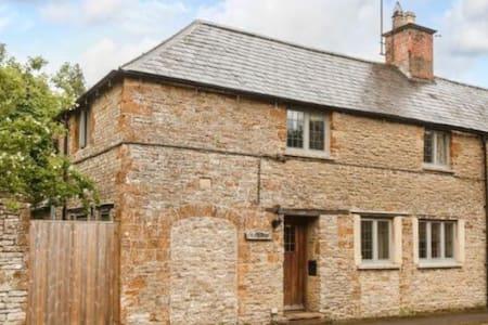 Charming 18th Century Cottage - 4 mins Soho Farm