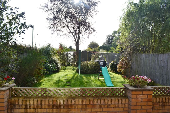 Spacious 3 bedroom house in Oxfordshire village