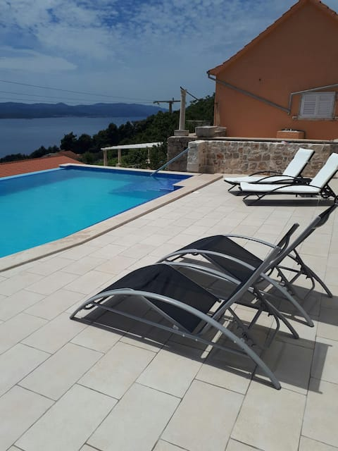 Villa with swimmingpool near Orebic