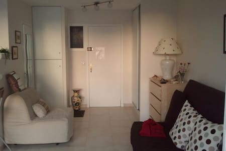 Studio résidence privée avec concierge.Plage 30m
