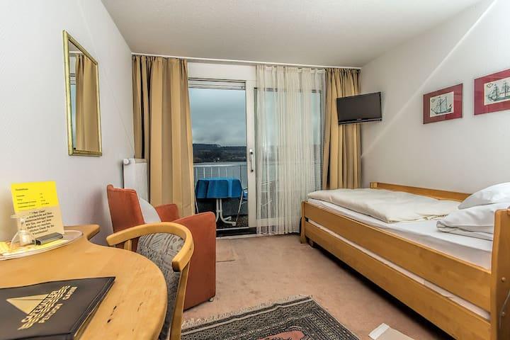 Café Hasler - Hotel Restaurant, (Bodman-Ludwigshafen), Kategorie A1/Komfort Einzelzimmer mit Dusche/WC