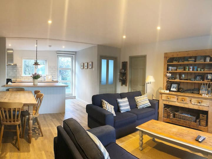Cosy Port Isaac cottage with sea view and parking