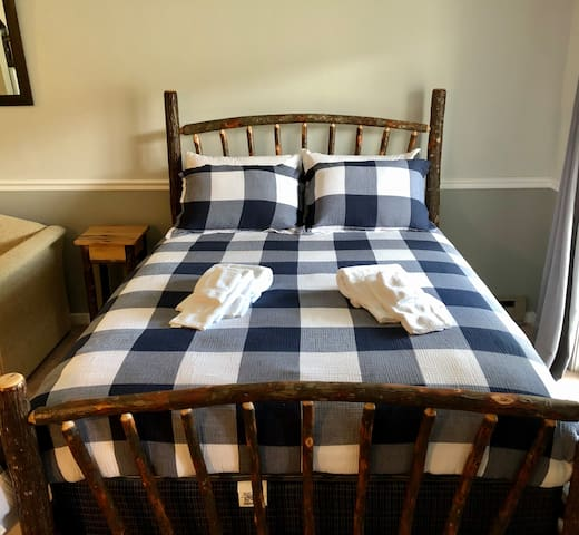 Hickory Queen Bed