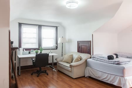 Cozy Spacious Double Bed #1 Near JFK and J Train - Queens - House