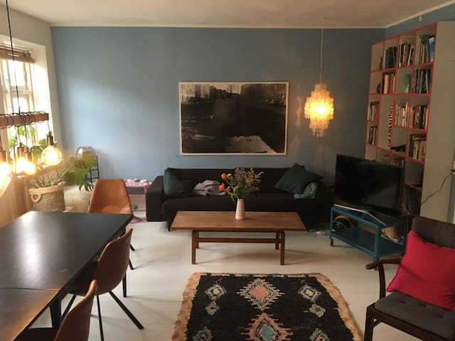 Big family friendly apartment next to Central St.