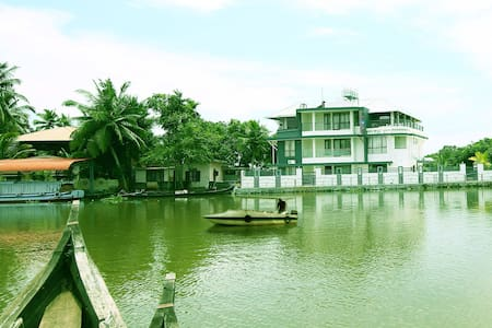 Captain's Cabin Luxury Backwater Resort Alleppey