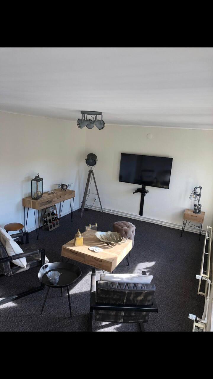 Industriële luxe  loft met aparte slaapkamer