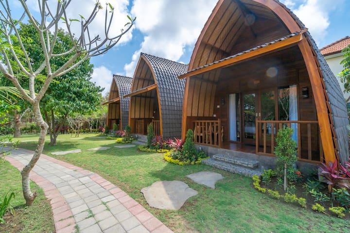 Serene Wooden Barn w/ Pool for Traveller