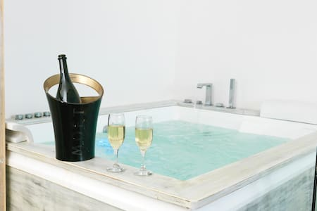 OFFER! Private Villa with jacuzzi