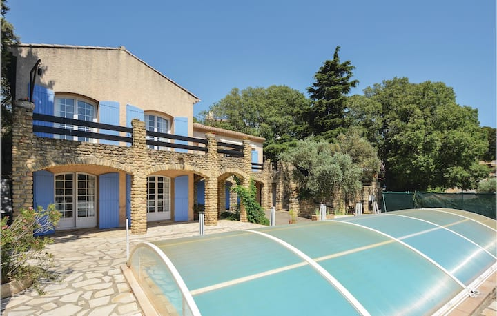 Beautiful home in Cornillion Confoux with WiFi, 4 Bedrooms and Outdoor swimming pool