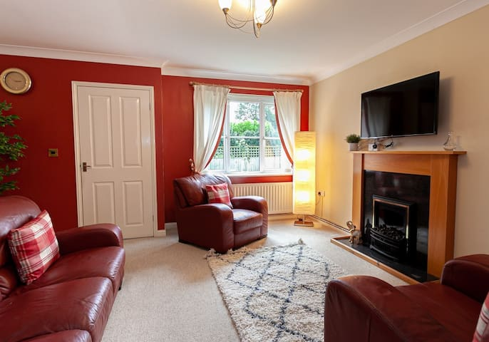 Irlam's Home From Home- 3 Bed..