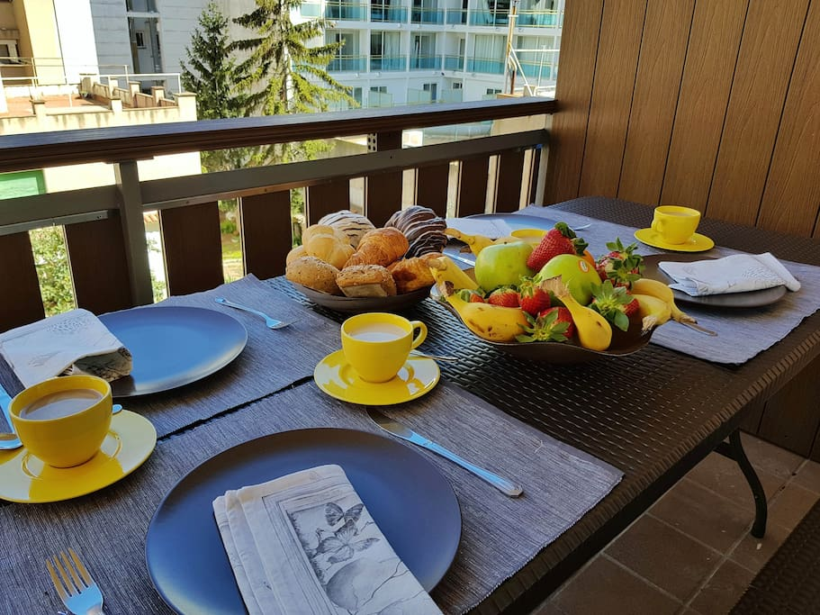 Breakfast in the terrace !