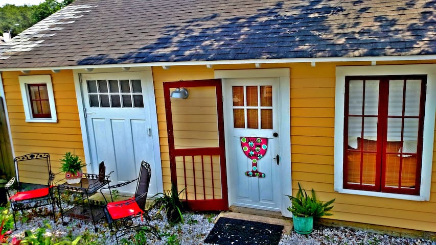 Cozy, Private Guest House in NOLA! - New Orleans - Bungalow