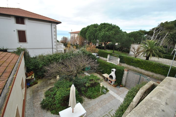 Villa Caletta -10 beds-30mt from the sea- garden