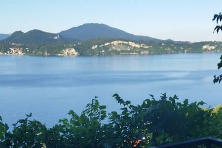 Mille sfumature di blu..Un romantico nido al Lago. - Stresa