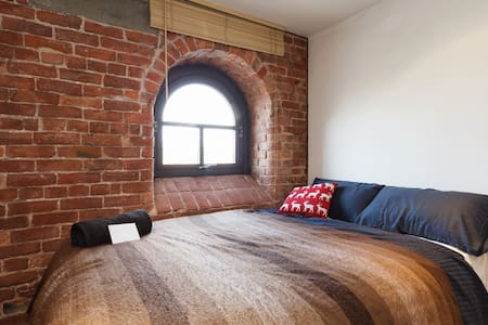 We are renting a newly furnished room in a spacious renovated, red brick loft apartment at Ancoats/Northern Quarter. We offer free homemade breakfast, including coffee from our Barista Coffee Machine, fast fiber internet, and a double-sized bed.