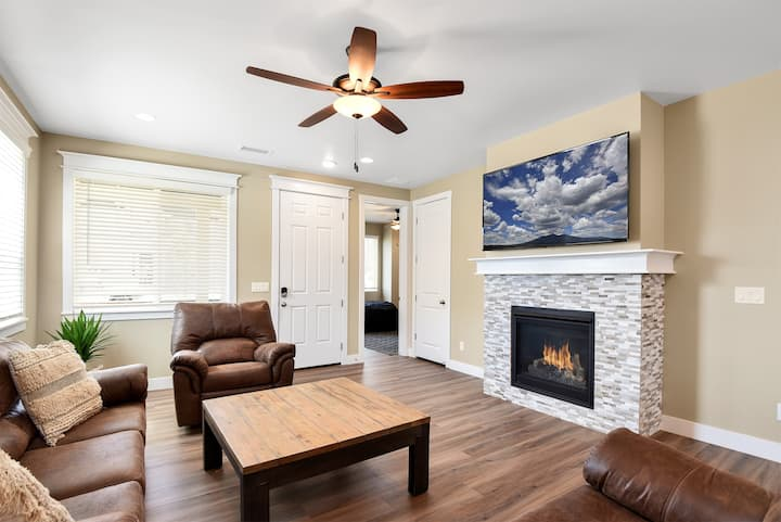 New Listing!  Brand New Home, Hot Tub, Fire-Pit, Perfect Location!
