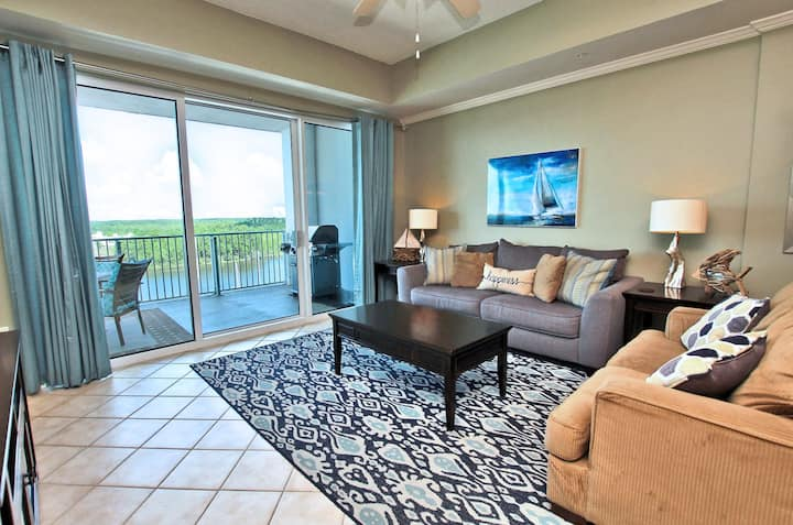 Wharf 707- Oasis Waterpark awaits you!!! This Newly furnished 3 Bed/ 3 Bath that sleeps 9 has everything for your family friendly stay at The Wharf.