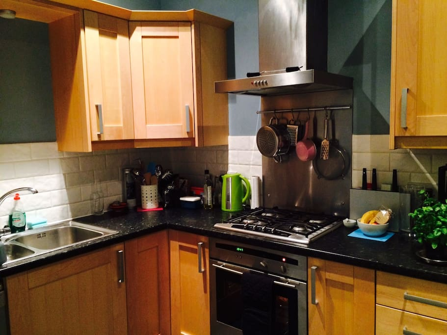 Fully fitted accessible kitchen - all mod cons!