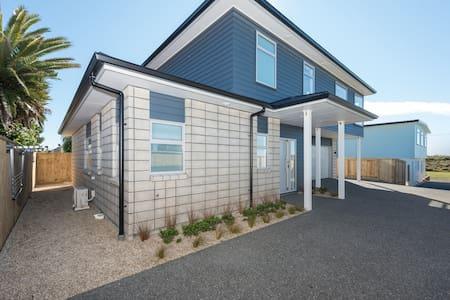 Whitesands Beach House - Papamoa - House