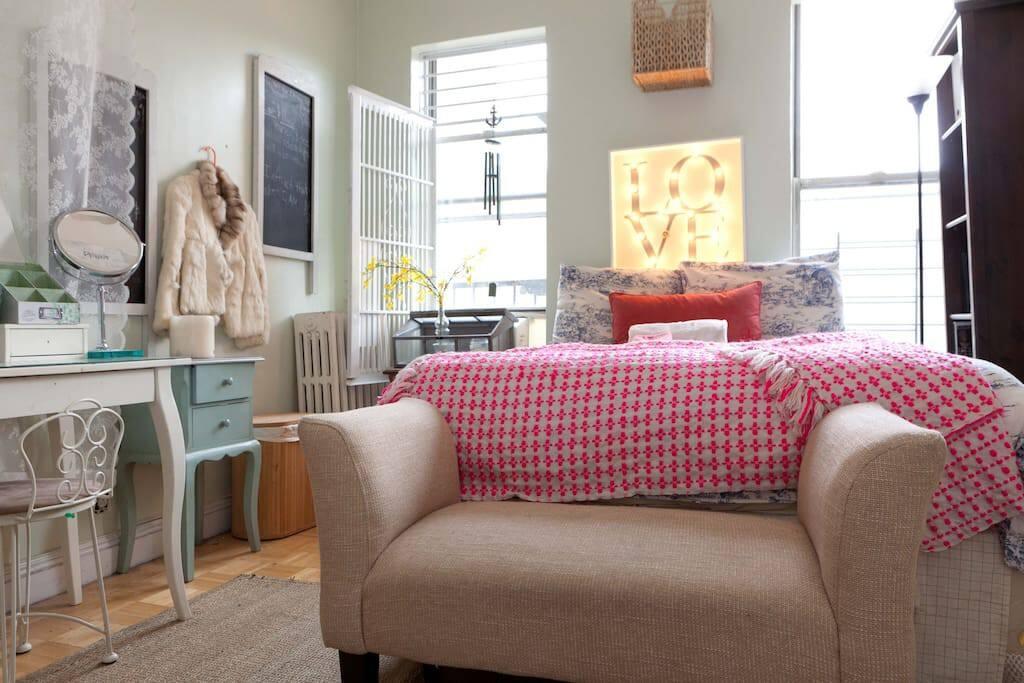 Bedroom 1 (Cottage Decor)