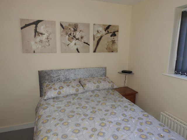 Comfortable Private Double Bedroom & Amenities (A)