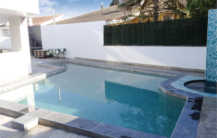 Holiday cottage with 3 bedrooms on 100 m² in Sant Pere Pescador