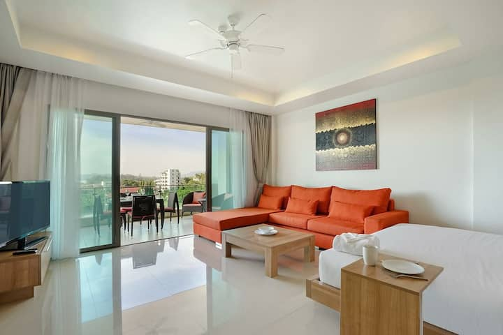 Апартаменты находятся всего в 400м от пляжа Surin