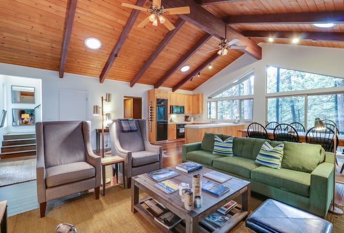 Bright, dog-friendly home nestled in the forest w/ a gas fireplace & great deck