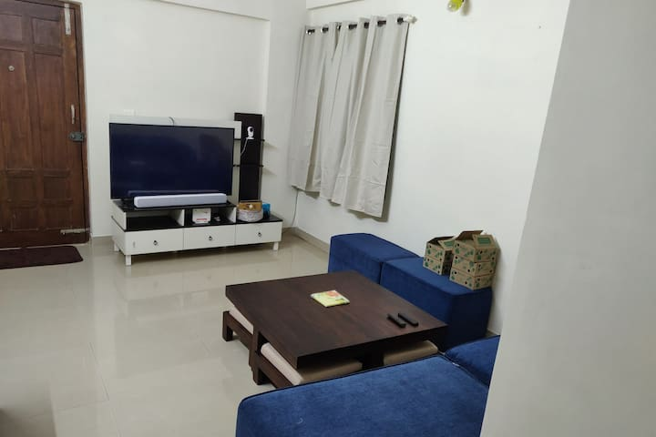Ensuite room with breakfast in a modern apartment