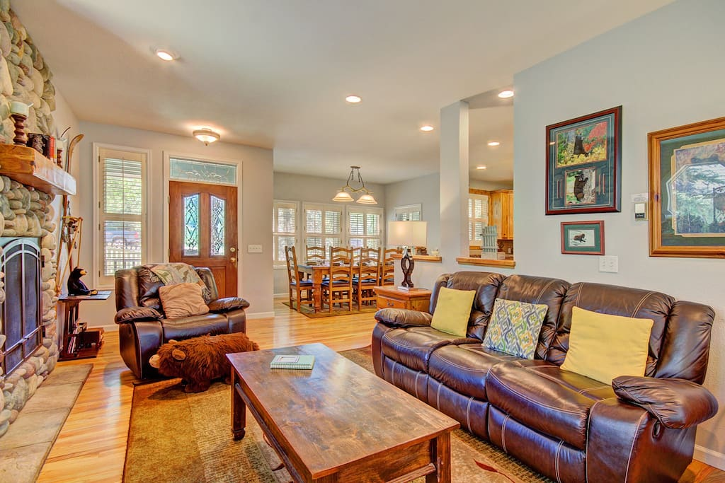 Luxurious vacation home just 1 block from Main Street