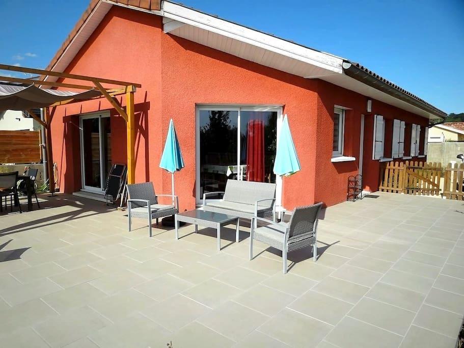 Maison 96m² + terrasse 60m² + salon de jardin
