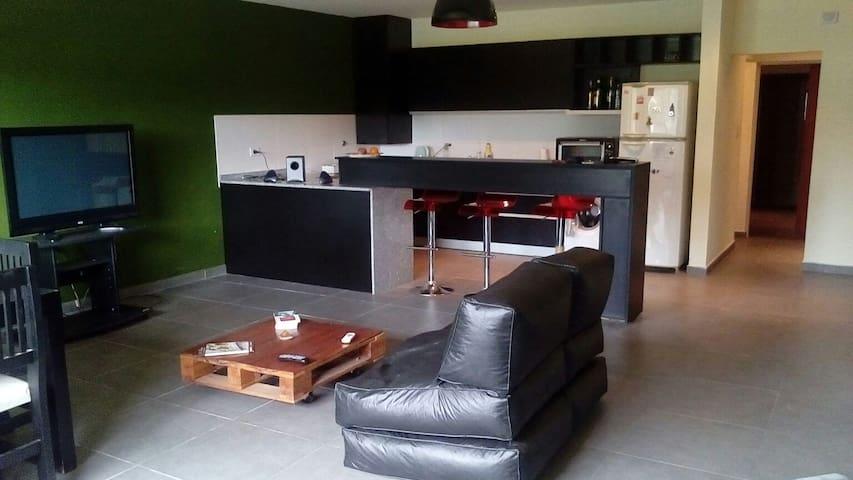 Casa moderna, luminosa, mucho verde - Paraná, Entre Ríos, AR - Haus