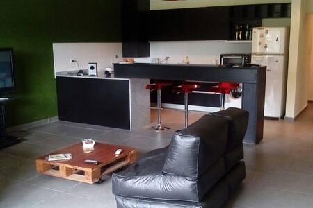 Casa moderna, luminosa, mucho verde - Paraná, Entre Ríos, AR - House