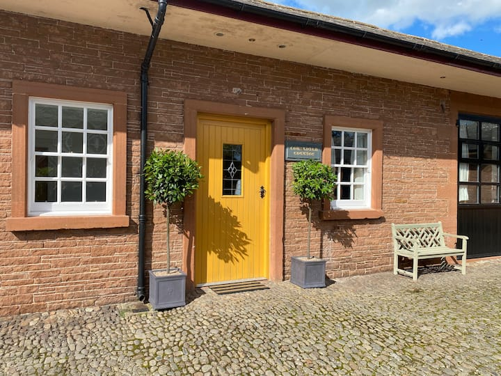 Converted Stables - Scenic  'Courtyard Cottage'