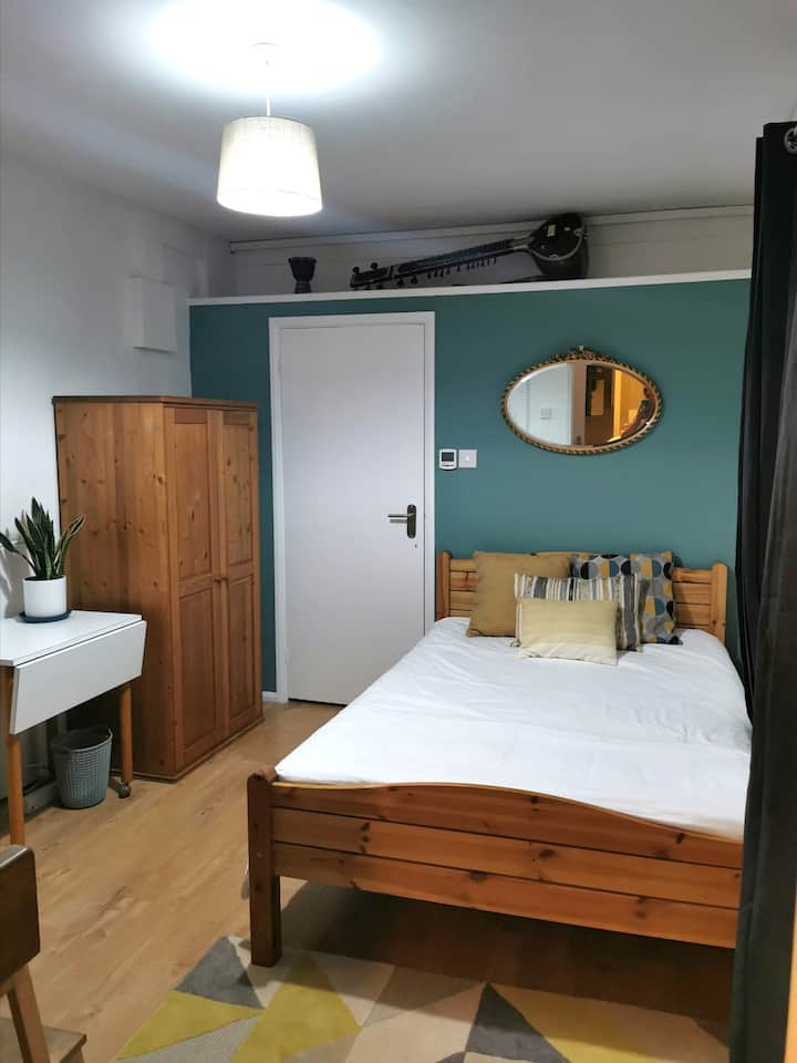 Private Comfortable Guest Suite - Nottingham