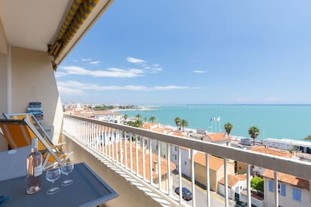 2 BEDS, FRONT BEACH, TERRACE, LIFT, FREE PARKING