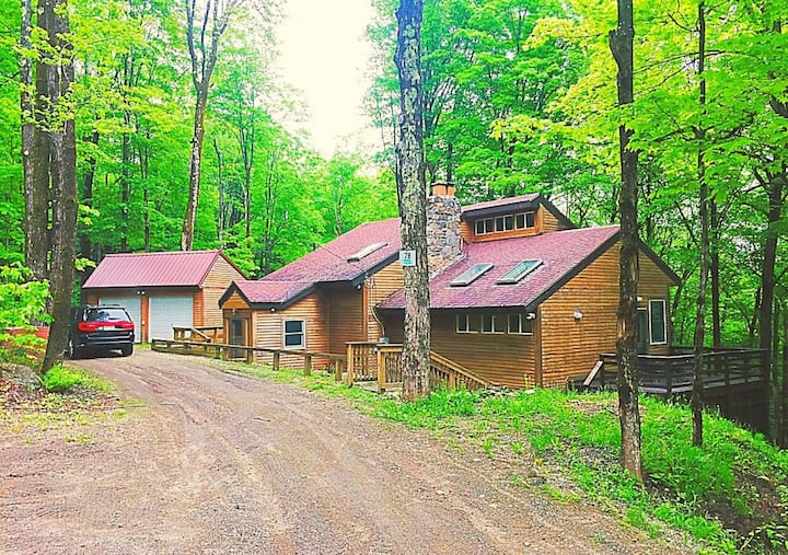 Dancing Bear Lodge The  Charm of Chimney Hill