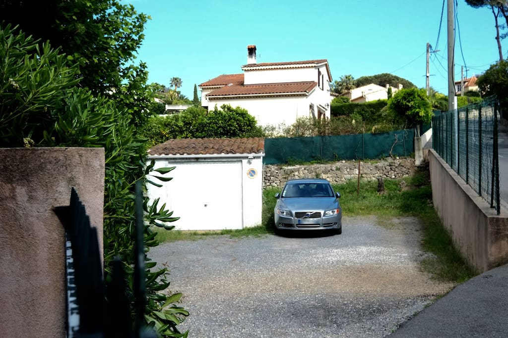 Villa in the pine trees in super cannes area ville in for Garage vallauris auto