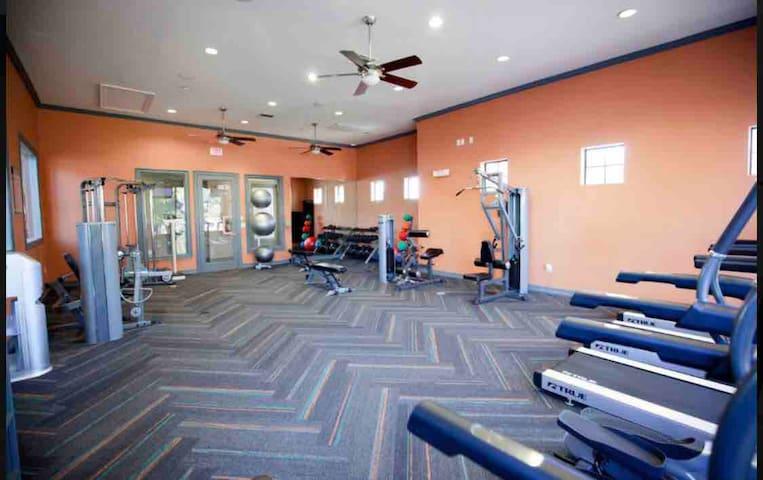 Entire apartment/ TCU/gym/pool/gated/clearfork